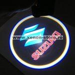 Proiectoare Portiere cu Logo Suzuki